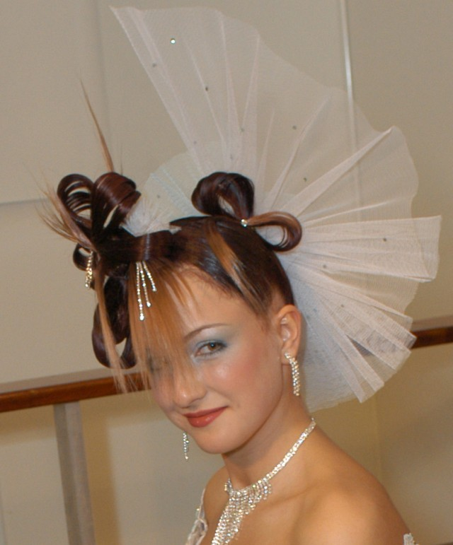 Свадебная прическа. Прическа с большим бантом.