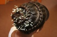 Свадебная прическа. Прическа с вплетенными цветами.