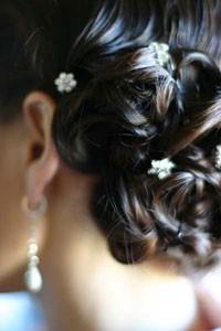Свадебная прическа. Прическа с мелкими цветами.