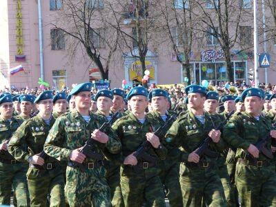 День ВДВ. Десантники на параде.