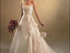 Выбор свадебного платья. Платье, подчеркивающее фигуру.