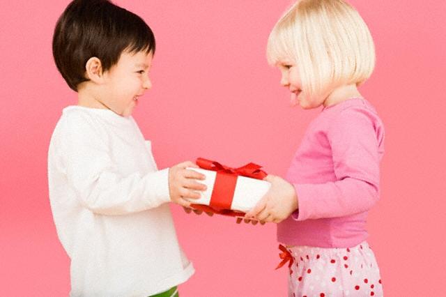 Что можно подарить на день рождения сестры