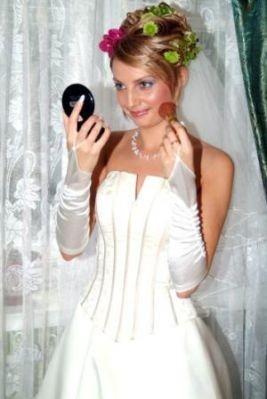 Подготовка к свадьбе. А невеста-ослепительно была молодой.