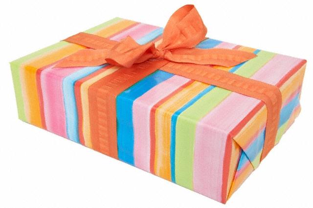 Какой подарок можно сделать на свадьбу своими